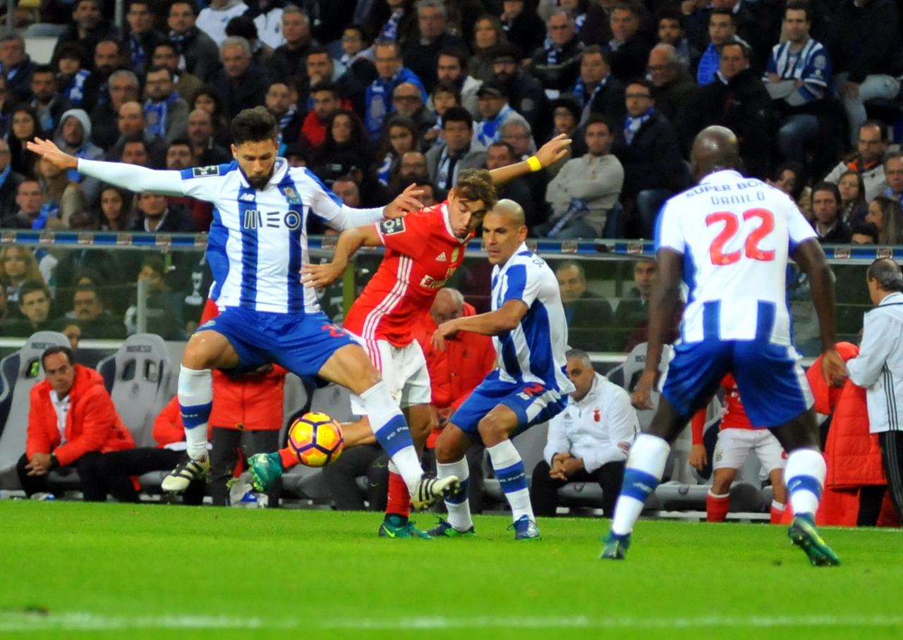 FC Porto mantêm braço de ferro com Benfica antes do clássico