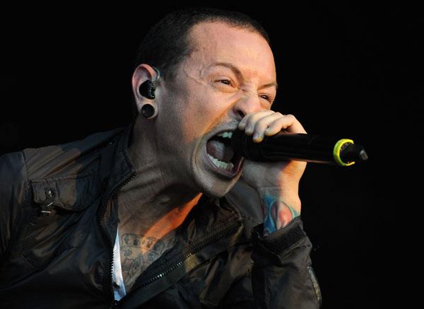 """Parto-vos a boca"" – palavras de Chester Bennington, vocalista dos Linkin Park"