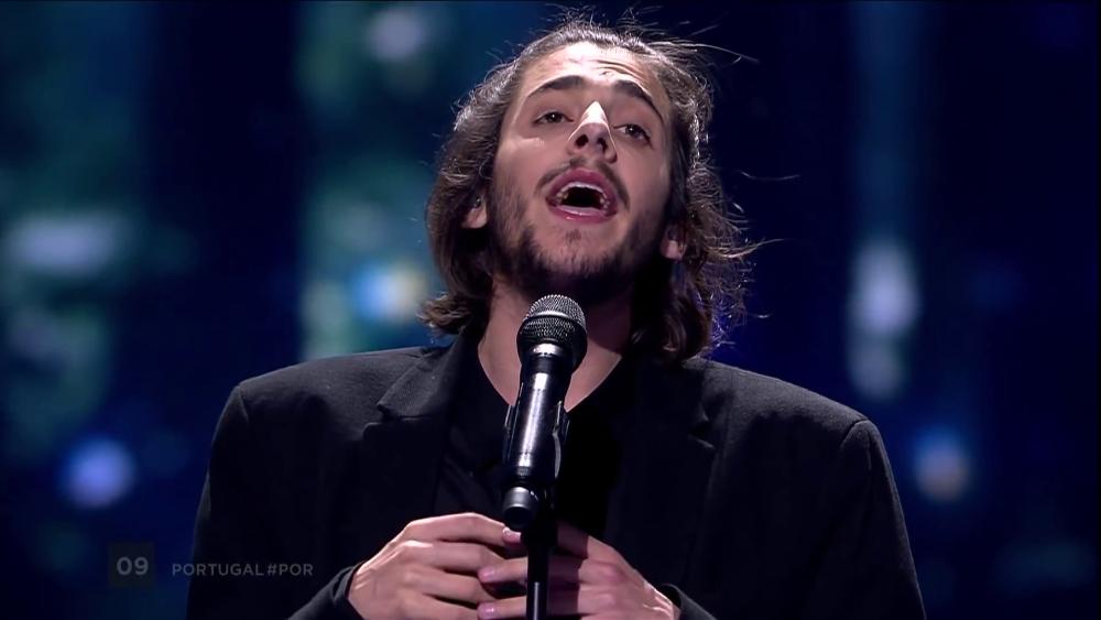"""Hoje vamos todos """"AMAR PELOS DOIS"""" na voz da Salvador Sobral na EUROVISÃO"""