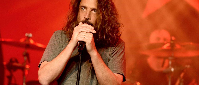 Suicídio por enforcamento é a causa da morte de Chris Cornell