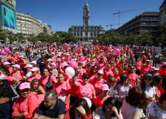 Cerca de 22 000 mulheres encheram as ruas do Porto